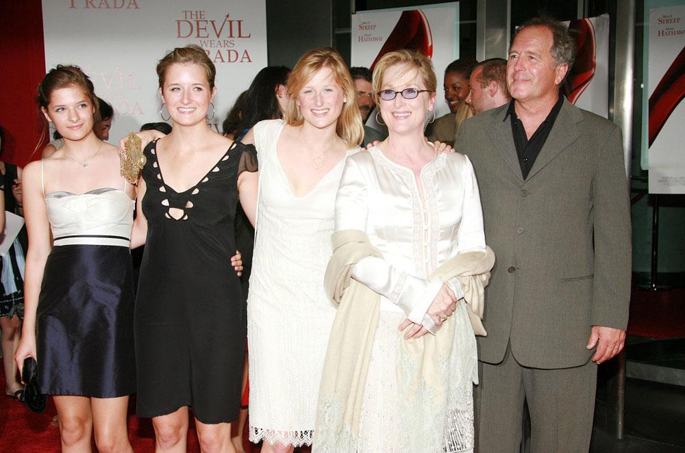 המשפחה הגדולה והמאושרת: אבא דון, אמא מריל והבנות: מיימי, גריס ולואיזה  (צילום: rex/asap creative)