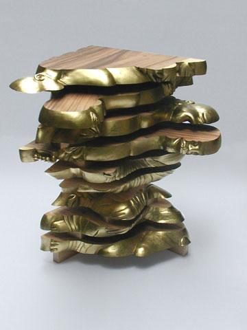 """שולחן בודהה חתוך לפלחים, מתוך """"סידורי ישיבה"""" (באדיבות גלית שבו וגלריה פרדיגמה)"""