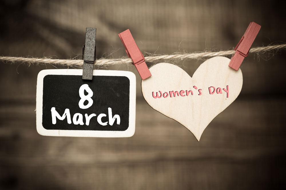 אין אישה אחת שבאמת חוגגת את היום הזה. כרזה לקראת יום האישה הבינלאומי (צילום: shutterstock)