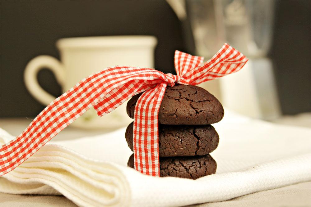 אפשר לקנות את המרכיבים בכל סופר. עוגיות שוקולד טבעוניות (צילום: מיכל שמיר)