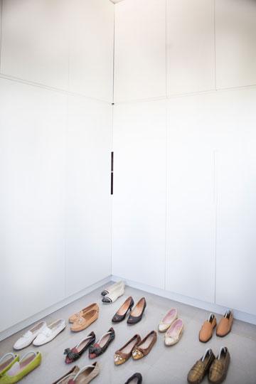 אוסף הנעליים של וקנין (צילום: רות שמולביץ)