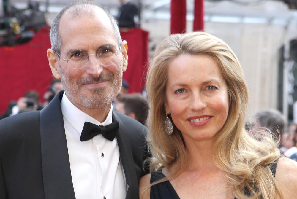חטף ביקורת שהוא לא תורם מספיק, בעוד אשתו תורמת ביד רחבה. לורין וסטיב ג'ובס (צילום: gettyimages)