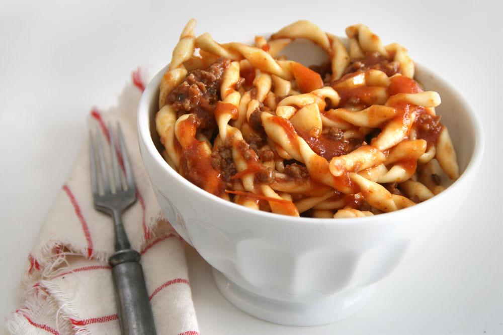 פסטה ברוטב בולונז (או עגבניות ובשר. איך שתרצו) (צילום: דורית מנו-טל אור)