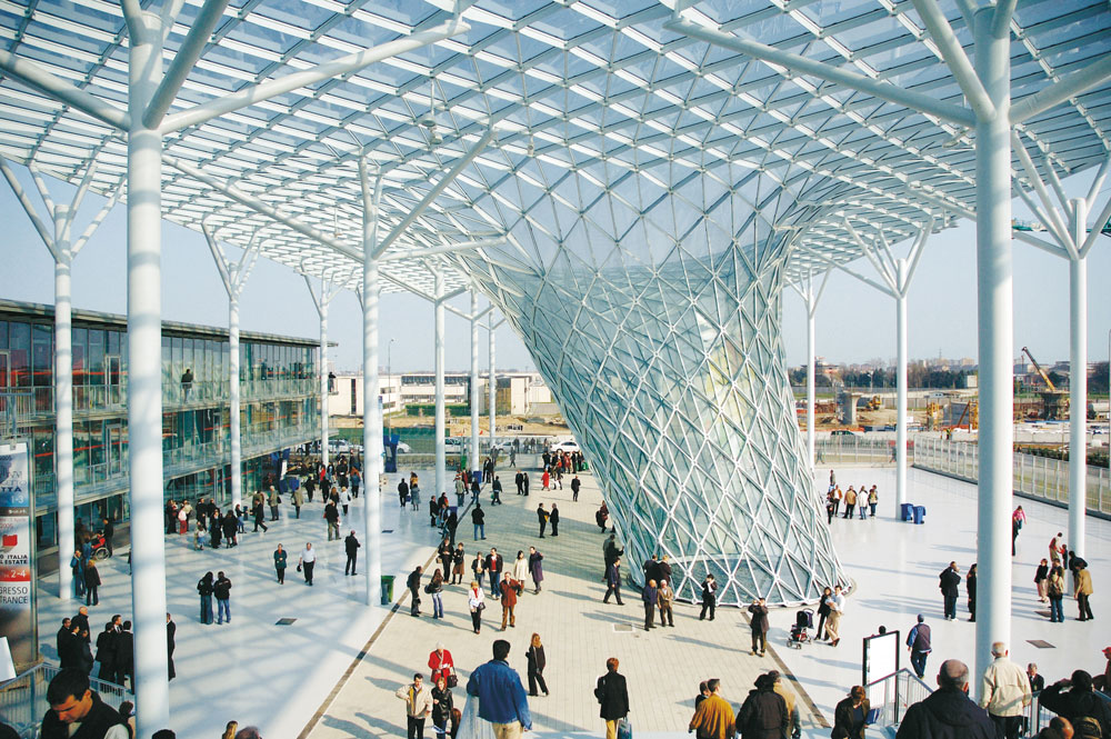 מרכז הירידים במילאנו, בתכנון פוקסס (צילום: Forgemind ArchiMedia, cc)