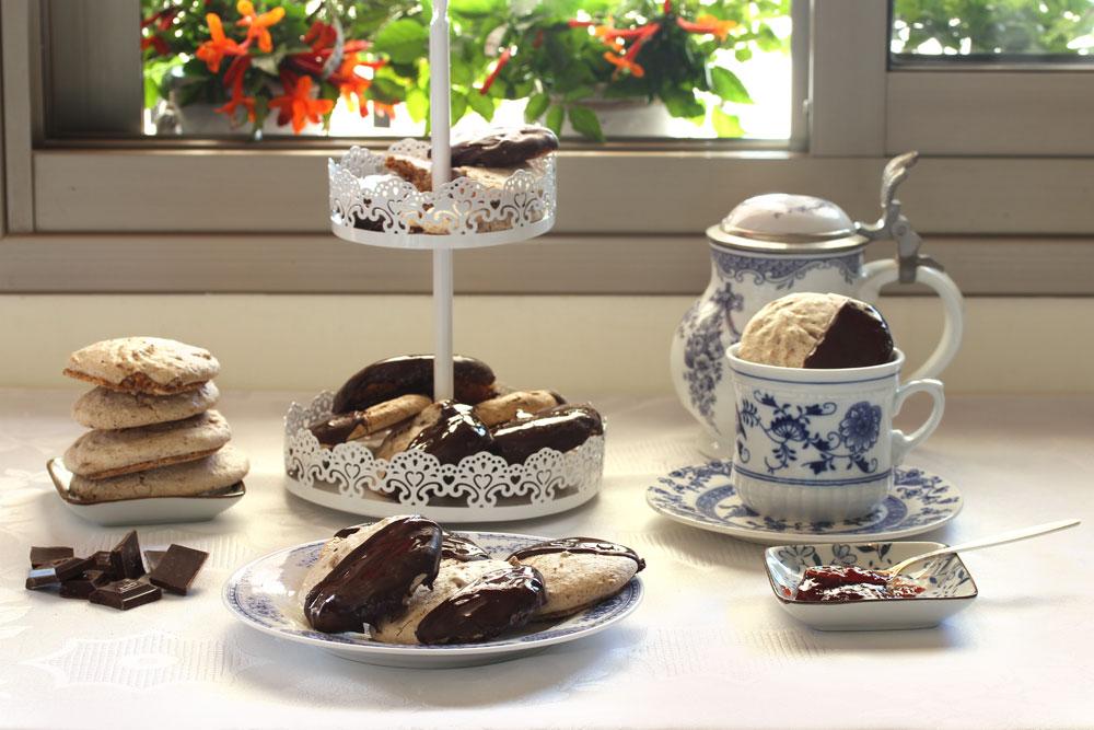 מרנג אגוזים בציפוי שוקולד (צילום: אסנת לסטר)