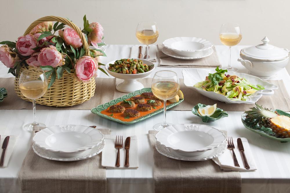 לא מסובך - ואפילו טעים מאוד! שולחן סדר טבעוני (צילום: כפיר חרבי סגנון: קרן ברק)