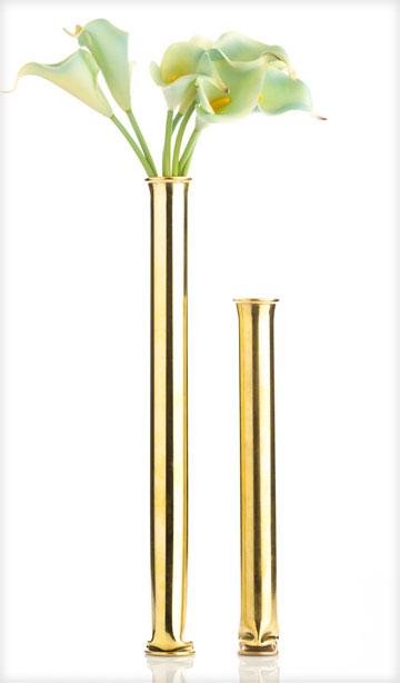 יש גם שלישיית פמוטים מצופים זהב באלף שקל, למי שמחפש מתנה מיוחדת ויקרה (צילום: הגר אוידה)