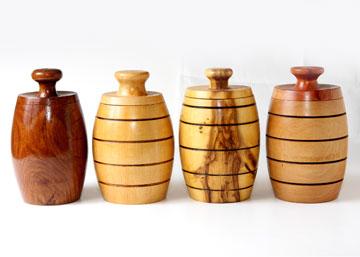 16. קופסאות עץ של ז'אן פייר גדג', נגר שיצא לפנסיה והקים בחצר ביתו סטודיו לעבודות עץ. 240 שקל לקופסה, ''Pe'pe' – Wood Art'' (צילום: יוני רייף)