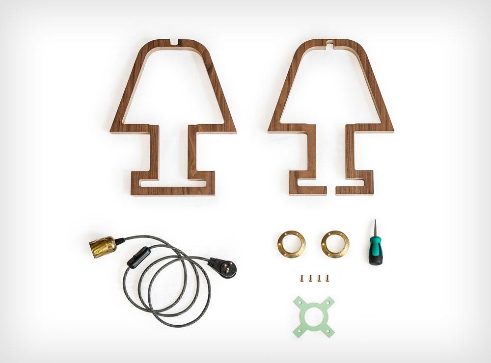המעצב חיים אבגי, שמתמחה בגופי תאורה, הוציא לקראת הפסח מנורה חדשה בסגנון ''עשו זאת בעצמכם''. המארז כולל אפילו את המברג המתאים (בסוף הכתבה תוכלו לראות את המוצר המוגמר). 450 שקל, באתר המעצב (צילום: יואב גורין)