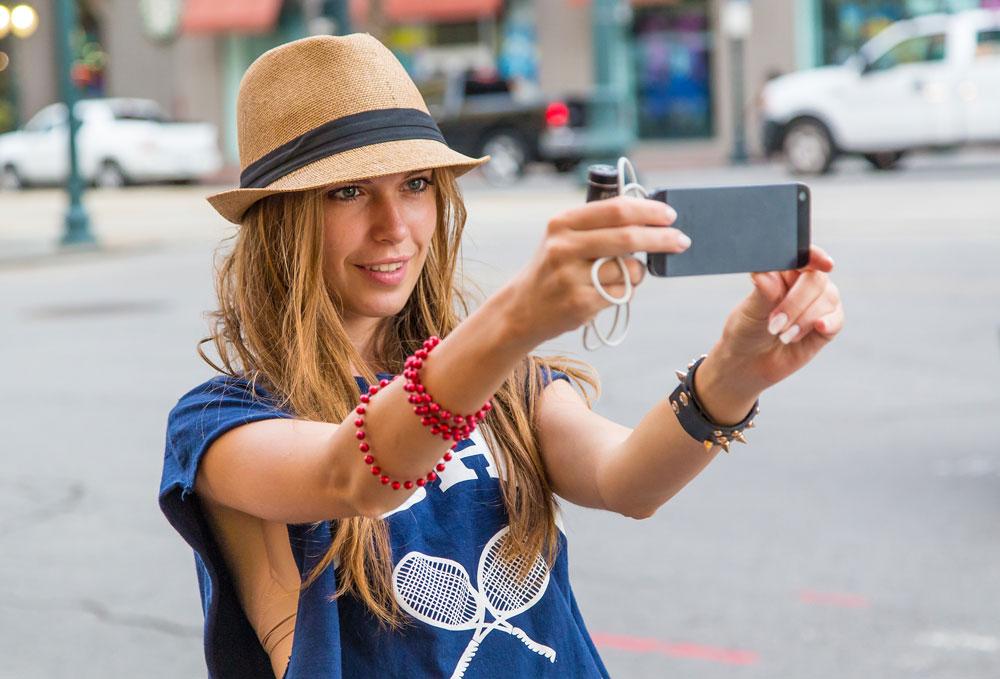 מתלבשים בסטייל, מצלמים ומעלים לאינסטגרם (צילום: shutterstock)