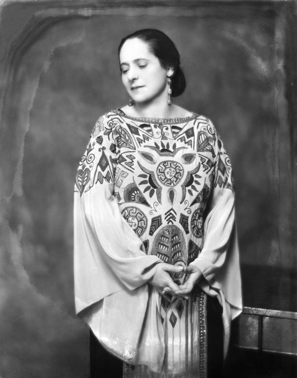 היגרה  לאוסטרליה כדי להימנע משידוך שארגנה לה משפחתה (צילום: photographed by Nickolas Muray, c. 1924. Courtesy of George Eastman House, International Museum of Photography and Film)