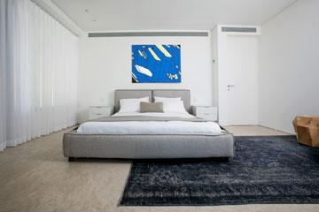 חדר השינה הראשי (צילום: שירן כרמל)