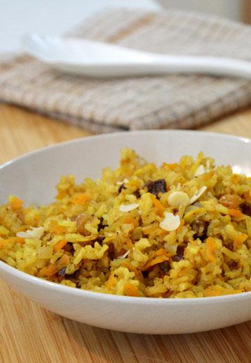 אורז מלא עם פירות יבשים (צילום: אפרת סיאצ'י)