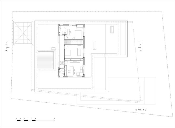 תוכנית הקומה העליונה: חדר לבת הבכורה, חדר עבודה, ובתווך חדר שלישי