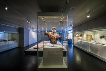תערוכה במוזיאון ישראל, השבוע. בעיות תכנון שהתגלו עם הזמן (צילום: איתי סיקולסקי)