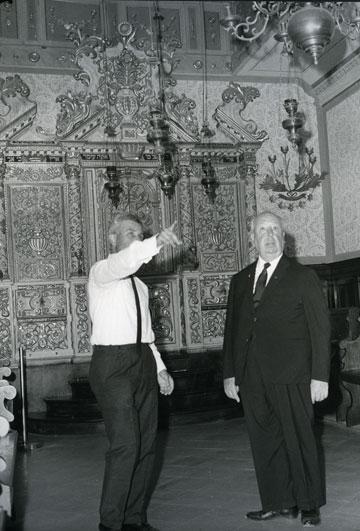 אלפרד היצ'קוק מבקר במוזיאון ישראל (באדיבות מוזיאון ישראל, ירושלים, Photo © Jack Goren)