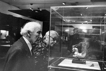 מארק שאגאל מבקר במוזיאון, 1977 (באדיבות מוזיאון ישראל, ירושלים)