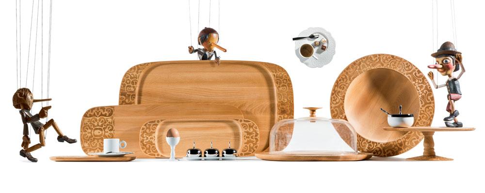 ''אלסי'' הציגה קולקציה חדשה של מרסל ואנדרס, המשך לקולקציית Dressed המצליחה מ-2012. אז אלה היו כלי פורצלן במראה תחרה, עכשיו אלה כלי עץ בשם Dressed for breakfast & Dressed in wood (באדיבות טולמנ'ס)