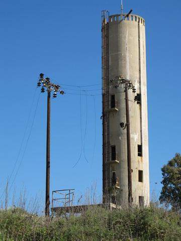 מגדל המים של מפעל הסריגים. התחרות עם המזרח הרחוק גרמה חובות כבדים (צילום: מיכאל יעקובסון )