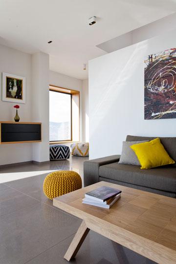 מבט אל החלון מכיוון הסלון (צילום: סנטנדראו לוסיאנו)