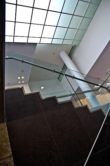 הזכוכית המחוסמת הוחלפה בשקופה (צילום: יניב ברמן)