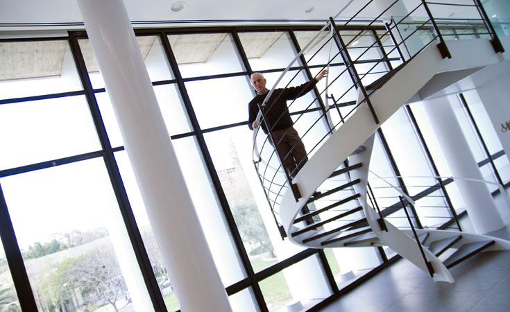 המתכננים, משרד קולקר-קולקר-אפשטיין (בצילום: אדריכל אמיר קולקר), החליטו לבצע שינויים דרמטיים במבנה (צילום: יניב ברמן)