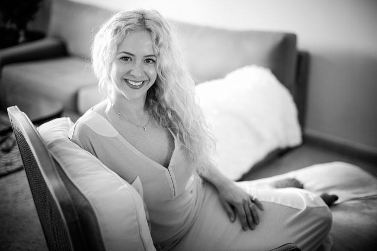 אמילי שיינר בשמלה של המעצבת גילי אזולאי לג'ולייט (צילום: סם יצחקוב)