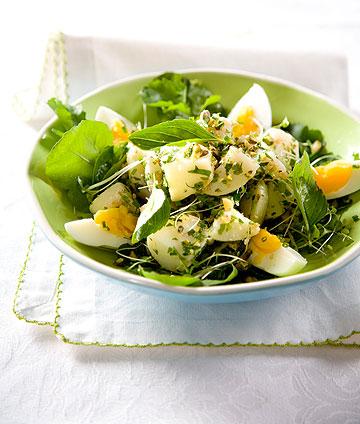 סלט תפוחי אדמה וביצים (צילום: יוסי סליס, סגנון: נטשה חיימוביץ')