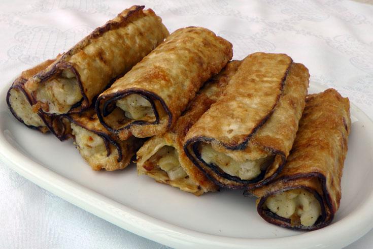 """""""בלינצ'ס"""" מצות במילוי גבינה וצימוקים (צילום: אסנת לסטר)"""
