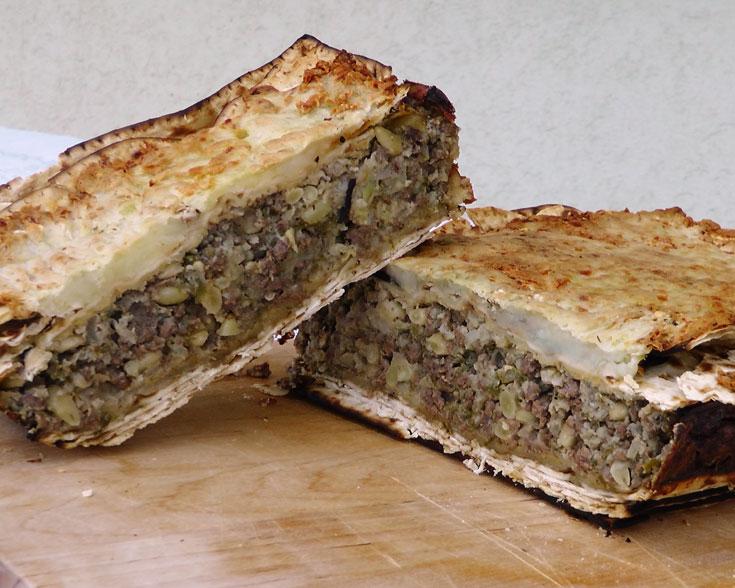 פשטידת מצות עם בשר ותפוחי אדמה (צילום: אסנת לסטר)