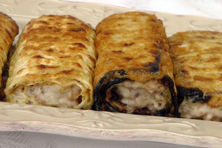 """""""בלינצ'ס"""" במילוי תפוחי אדמה (צילום: אסנת לסטר)"""
