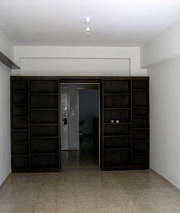 לפני. דירה חשוכה (צילום: גידי בועז)