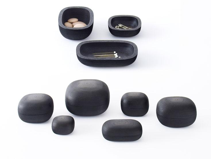 קערות קטנות שנראות כעשויות עץ, אך נוצרו משכבות רבות של נייר שהודפסו במדפסת תלת-ממד וצופו לקה