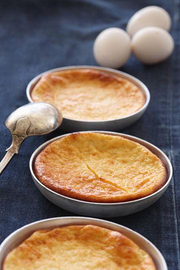 עוגת יוגורט וקמח תירס (צילום: כפיר חרבי, סגנון: דלית מרחב)