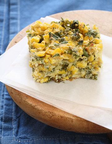 פשטידת תירס וקמח אורז (צילום: כפיר חרבי, סגנון: דלית מרחב)