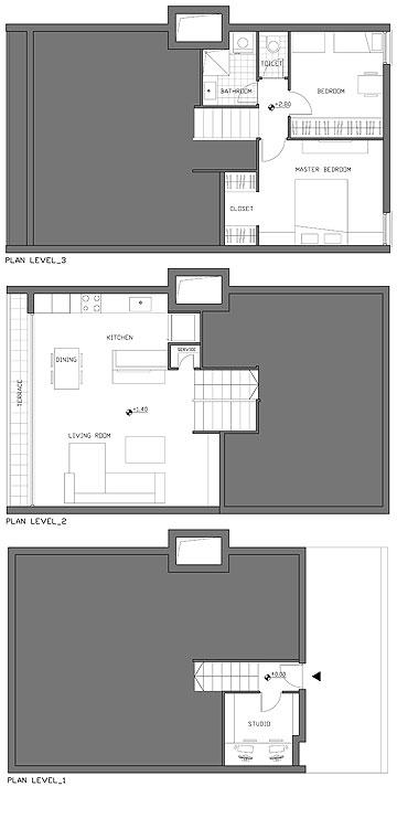 תוכנית הדירה. במפלס התחתון: כניסה וחדר עבודה. במפלס האמצעי הסלון והמטבח, ובעליון חדרי השינה והרחצה (צילום: יהב מרום)