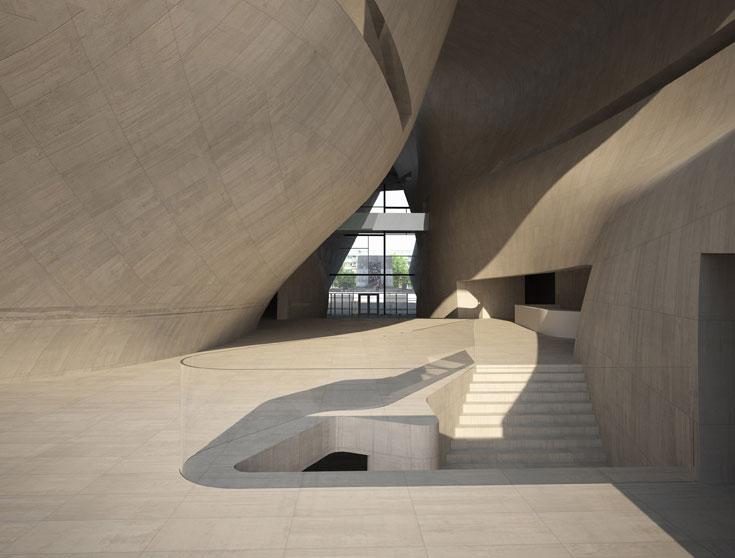 המוזיאון הנבנה על חורבות מפקדת היודנראט בגטו ורשה. התערוכות יוצגו מתחת לפני הקרקע ומעל יהיו חללים פתוחים ומוארים באור טבעי (באדיבות Architects Lahdelma and Mahlamaki)