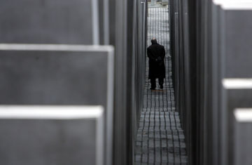 האנדרטה בברלין. קוביות בגבהים משתנים (צילום: gettyimages)