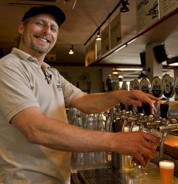 """""""היה לי חשוב לייצר בירה דווקא בישראל"""". ג'רמי וולפלד (צילום: יניב ברמן)"""