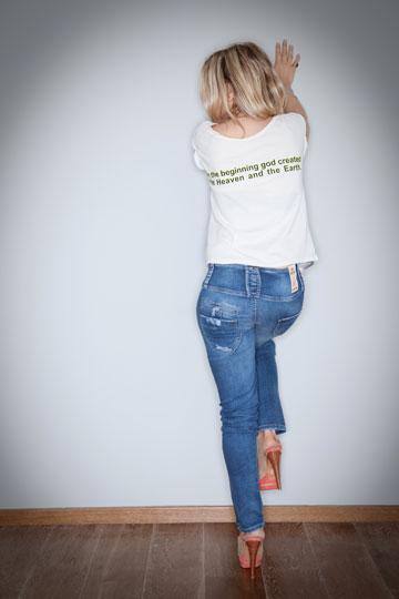אשכנזי בקטלוג הקיץ של המותג. ''נראה לי הכי נכון להציג את הבגדים עם הסטייל שלי'' (צילום: דורון לצטר)