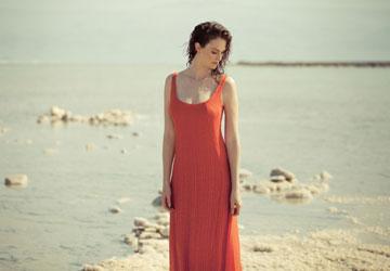 רונן חן. יעל גולדמן כאשת לוט המיתולוגית (צילום: אלון שפרנסקי)