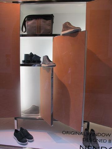 גם חלונות ראווה: למותג הנעליים Tod's במילאנו (צילום: איתי כ''ץ)