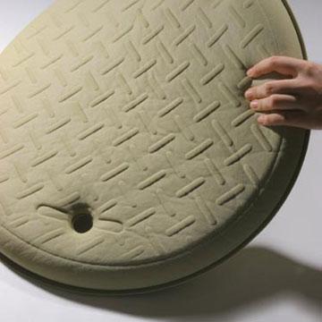 זה לא מכסה ביוב, אלא שטיח אמבטיה (מתוך nendo.jp)