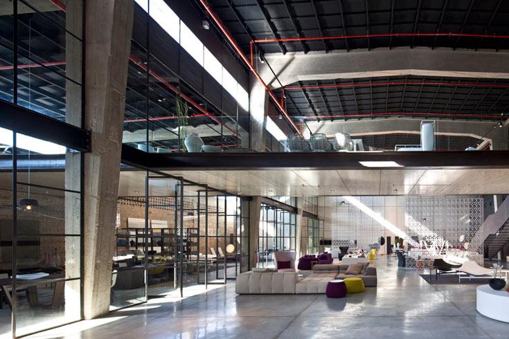 ''B&B איטליה'' - חנות המותג בנמל תל אביב. השקעה של 10 מיליון שקלים, בתכנון האדריכל פיצו קדם. ''גודל השוק, ביחס לאוכלוסייה בישראל, בהחלט מספק'', אומרים בעלי החנות  (צילום: עמית גרון)