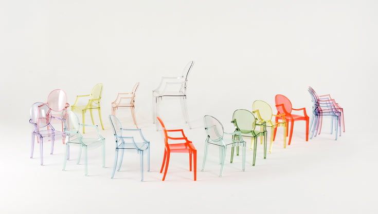 כסאות של פיליפ סטארק ל''קרטל'' - חנות המותג הראשונה שנפתחה בישראל, מבית ''הביטאט'' (באדיבות הביטאט)