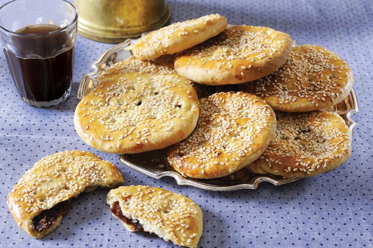 בְּעְבְּע בתָמְר - עוגיות במילוי תמרים (צילום: מיכל רביבו, סגנון: גליה אורנן)