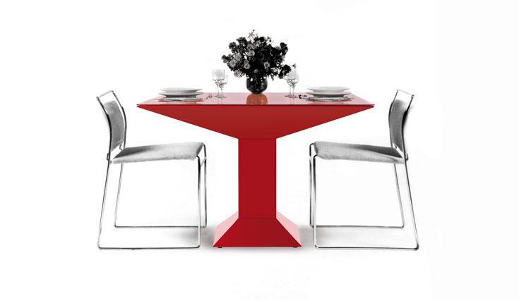 הוצאות חוזרות: שולחן Metsass של סוטסאס חוזר אחרי 40 שנה בדיוק, וכמוהו חוזרים רהיטי עבר מפורסמים אחרים
