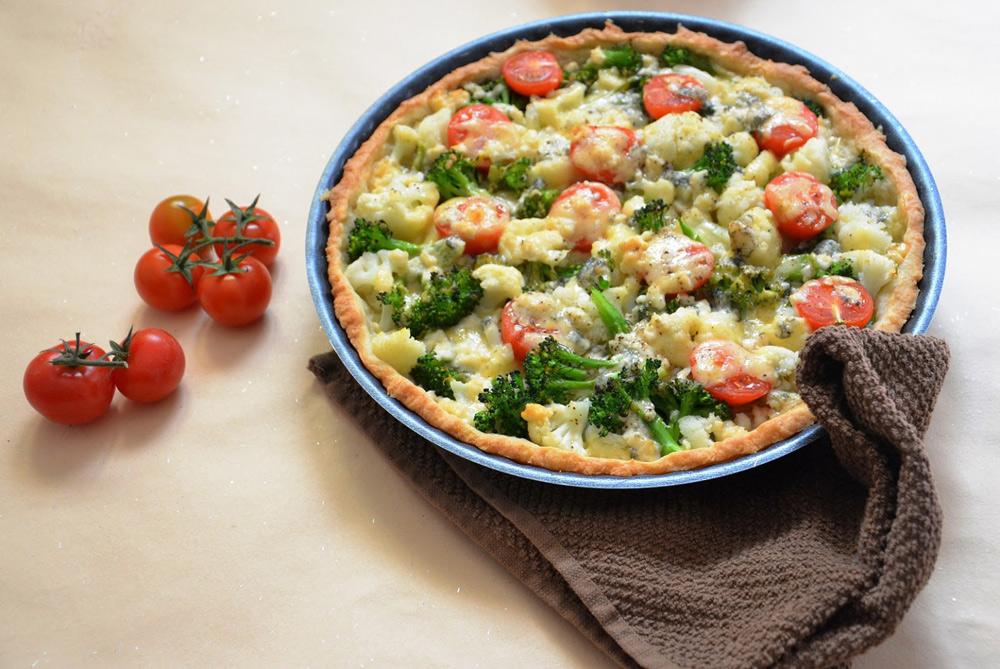 אפשר להכין את הבצק מראש. קיש ירקות וגבינות (צילום: חני הראל)