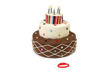 וגם עוגת יומולדת עם נרות. הם לא מאירים, אבל אם תמשכו בידית, העוגה תנגן שיר יומולדת (צילום: Anne Claire Petit)