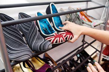 חלקו את הנעליים לקטגוריות מפורטות עד כמה שניתן (צילום: ענבל מרמרי )